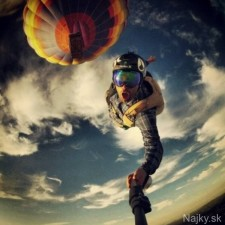0cfb033-34517-a98889-extreme-selfie-3-skydivin-558x900-fit
