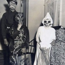 creepy_vintage_halloween_costumes_11