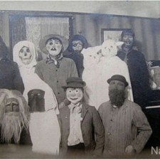 creepy_vintage_halloween_costumes_23