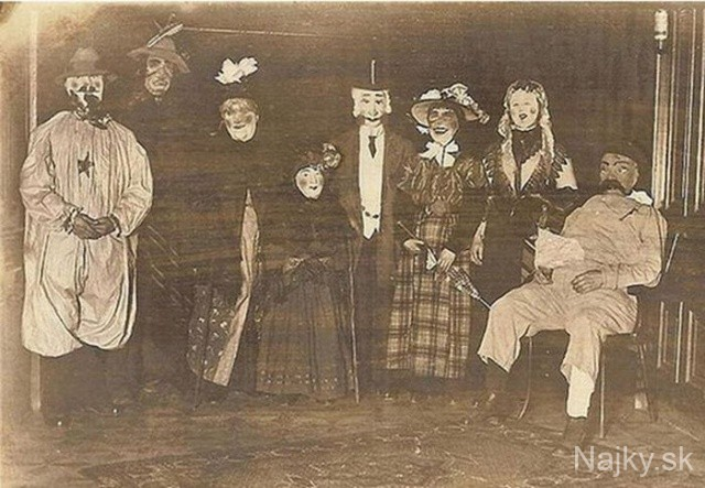 creepy_vintage_halloween_costumes_25