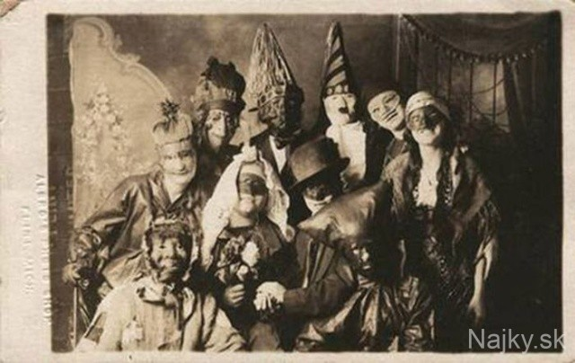 creepy_vintage_halloween_costumes_26