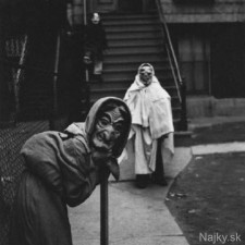 creepy_vintage_halloween_costumes_27