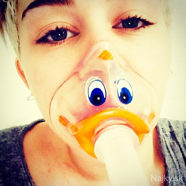 rs_600x600-140419070456-600.Miley-Cyrus-Poorly-Sick-Hospital-Duck.jl.041914