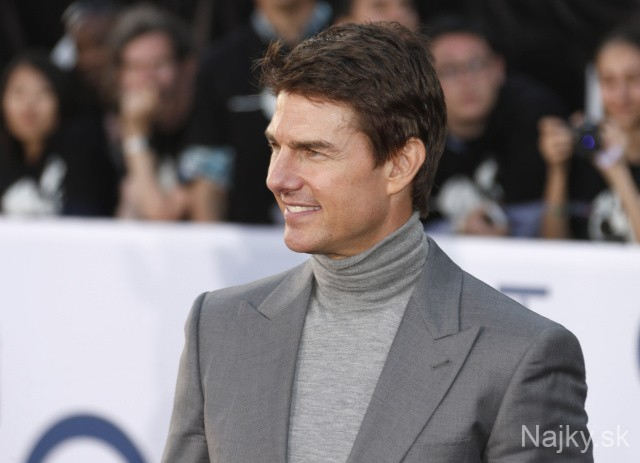 "Tom Cruise arrives at the LA premiere of ""Oblivion"" at the TCL Chinese Theater on Wednesday, April 10, 2013 in Los Angeles. (Photo by Todd Williamson/Invision/AP)"