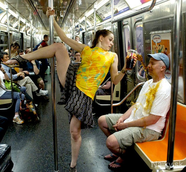11-WTF-Moments-You-Can-Expect-To-Experience-On-The-Subway-2.33791035