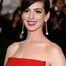 "Anne Hathaway attends The Metropolitan Museum of Art's Costume Institute benefit gala celebrating ""Charles James: Beyond Fashion"" on Monday, May 5, 2014, in New York. (Photo by Evan Agostini/Invision/AP)"