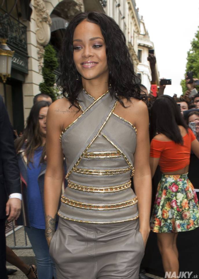 Singer Rihanna arrives at a French cosmetics chain to launch her perfume Rihanna Rouge on the Champs Elysee Avenue in Paris Wednesday, June 4, 2014. (AP Photo/Jacques Brinon)
