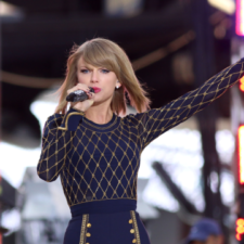Taylor_Swift_Performs_on_