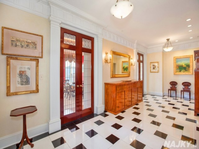 checkerboard-marble-greets-you-as-you-enter-the-apartments-foyer