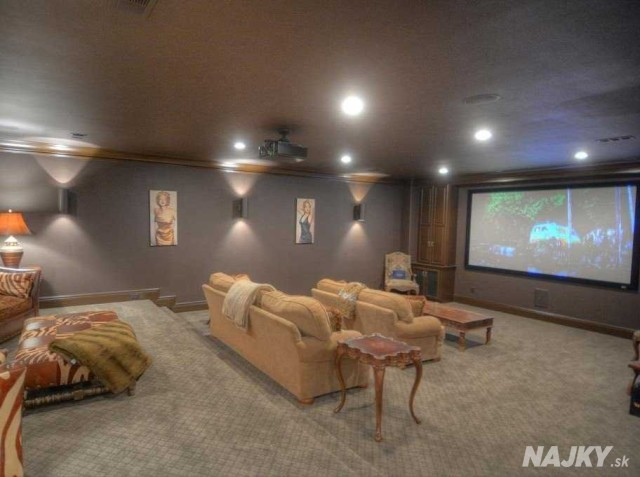 the-mansion-even-has-an-in-house-movie-theater