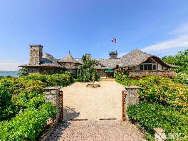 welcome-to-angel-view-in-sag-harbor-the-property-just-went-on-sale-for-49-million