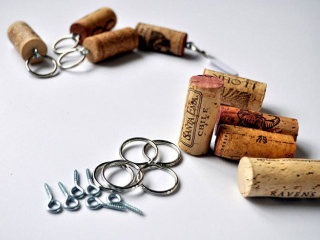 http://cleverlyinspired.com/2011/05/wine-cork-keychains/