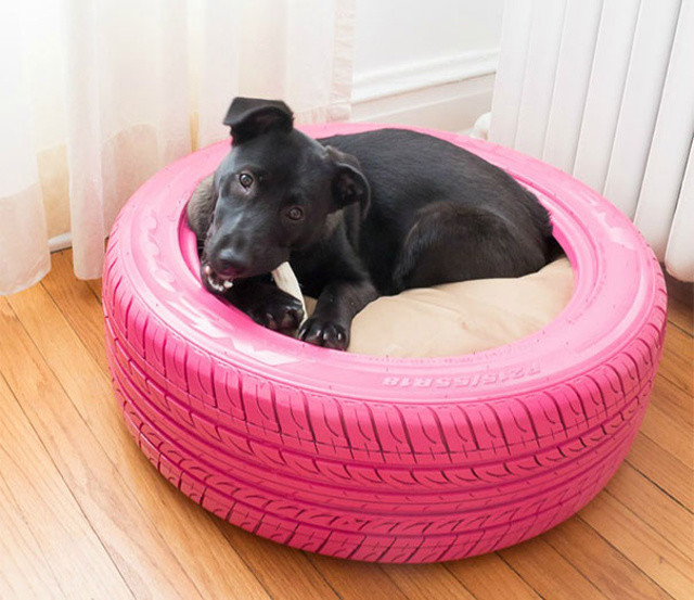 http://www.practicallyfunctional.com/diy-dog-bed-from-a-recycled-tire/