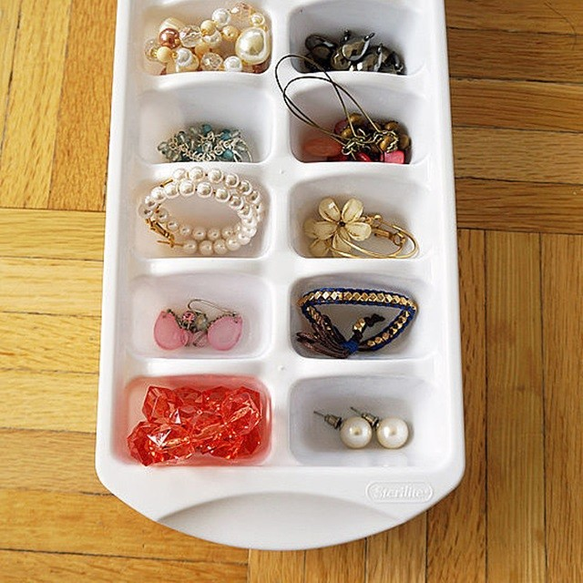 http://www.popsugar.com/smart-living/Organization-Tips-DIYs-34385347#photo-34385347