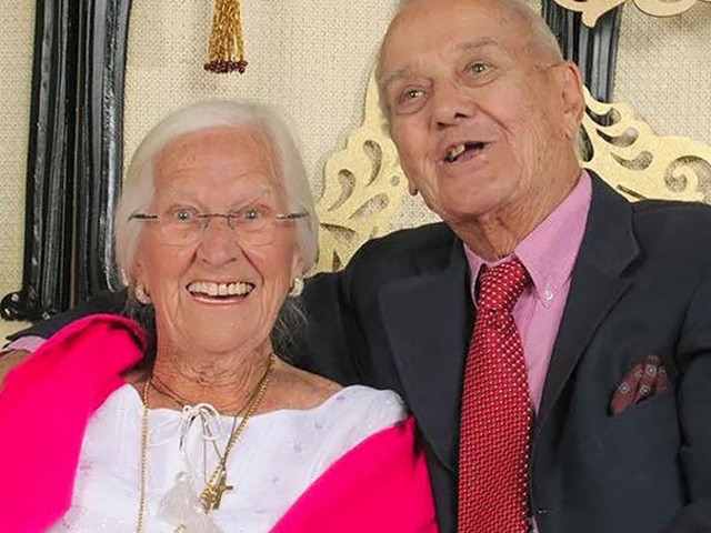 http://www.10news.com/news/couple-married-75-years-dies-in-each-others-arms