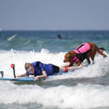 Two-Sisters-With-the-Same-Terminal-Illness-Catch-Waves-of-Support-With-my-Surfing-Dog13__880