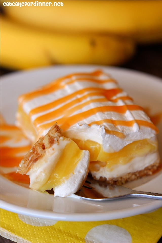 http://therecipecritic.com/2014/11/banana-cream-pie-bars/