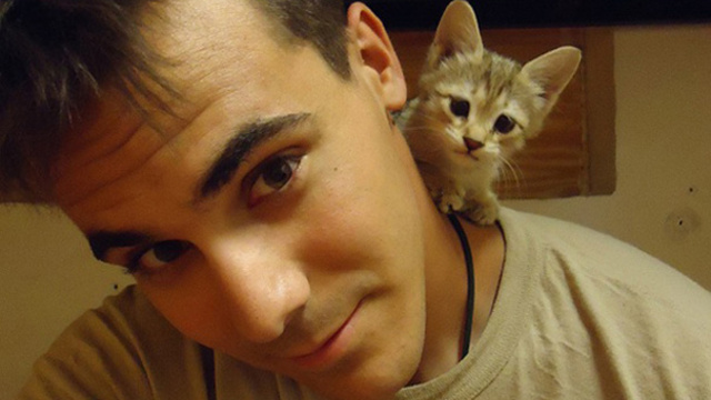 soldier-with-cat-8__605