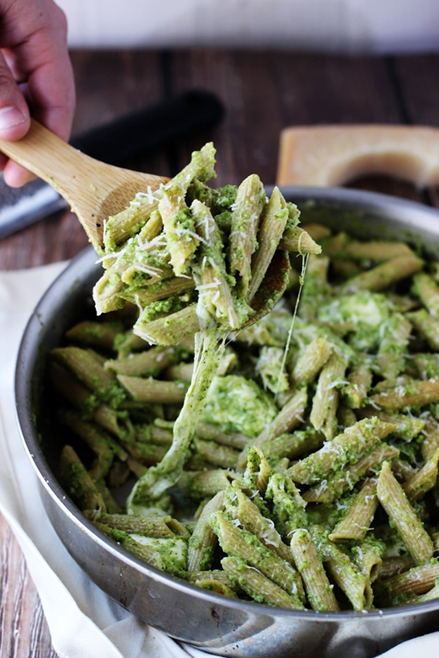 834e1fa114330107_4._Cheesy-Baked-Penne-with-Broccoli-and-Spinach-Pesto