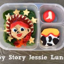 Why-I-Make-Fun-Character-Bento-Lunches-For-My-Kids3__700