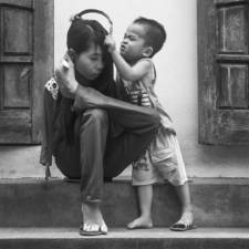 After the war vietnamese girl born without arms lives normal life and takes care of her nephew 6__880.jpg