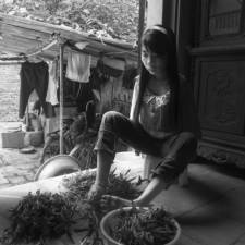 After the war vietnamese girl born without arms lives normal life and takes care of her nephew 7__880.jpg