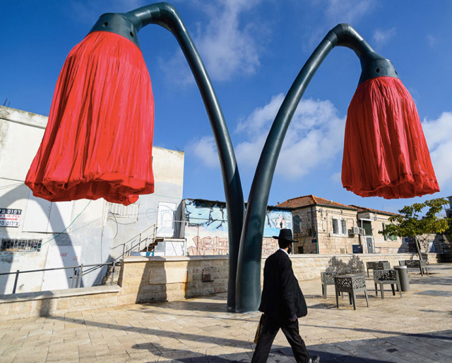 Inflating flowers warde hq architects jerusalem 13.jpg