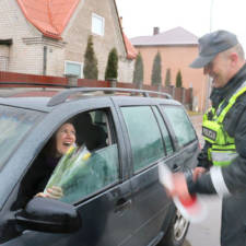 Lithuanian police officers give flowers international womens day 6.jpg