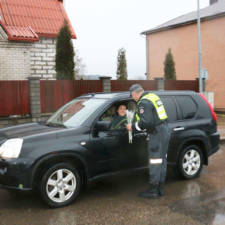 Lithuanian police officers give flowers international womens day 8.jpg