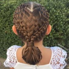 Mom braids unbelievably intricate hairstyles every morning before school 3__700.jpg