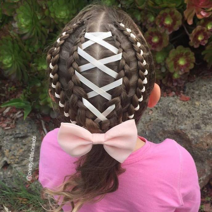 Mom braids unbelievably intricate hairstyles every morning before school__700.jpg