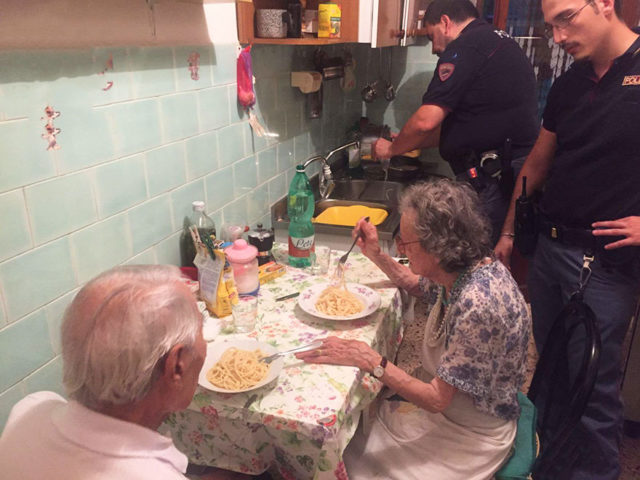 Old couple cries police cook pasta rome 1.jpg
