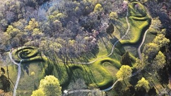 Great serpent mound 1.jpg