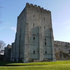 1200px porchester_castle_keep_2011.jpg