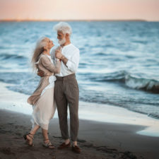 Russian photographer makes wonderful photos with an elderly couple showing that love transcends time 5971041437838 png__880.jpg