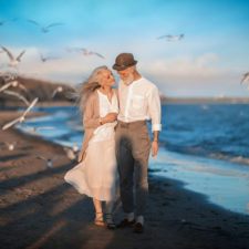 Russian photographer makes wonderful photos with an elderly couple showing that love transcends time 5971043a89352 png__880.jpg