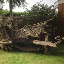 Wood chainsaw carve dragon bench igor loskutow 13 59a69ca8cc241__880.jpg