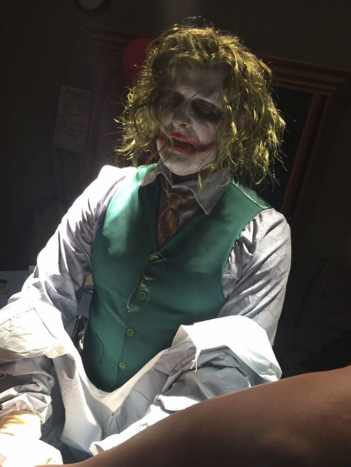 Doctor joker delivers baby 3 5a01662e5966a__700.jpg