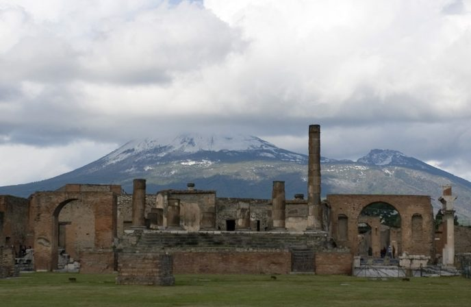 Https://upload.wikimedia.org/wikipedia/commons/e/e1/Pompeii_and_Vesuvius_ _Italy_ _panoramio.jpg