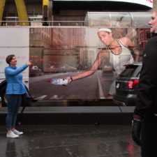 Amazing candid coincidences in jonathan higbees new york street photography 5a7aaf33c8b48__880.jpg