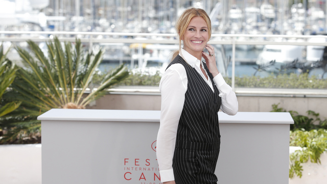 Actress Julia Roberts poses for photographers during a photo call for the film Money Monster at the 69th international film festival, Cannes, southern France, Thursday, May 12, 2016. (AP Photo/Thibault Camus)