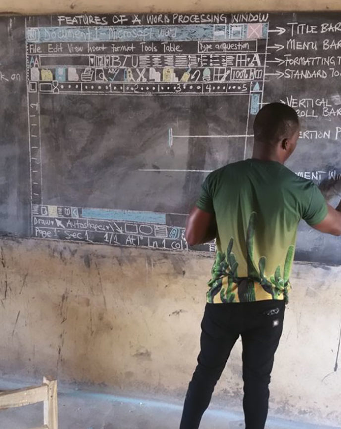 Teacher draws computer screen chalkboard owura kwadwo hottish ghana 2 5a8fdf8af3c4a__700.jpg