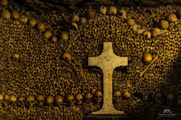 Https://upload.wikimedia.org/wikipedia/commons/6/69/The_Catacombs_of_Paris_3%2C_France_August_2013.jpg