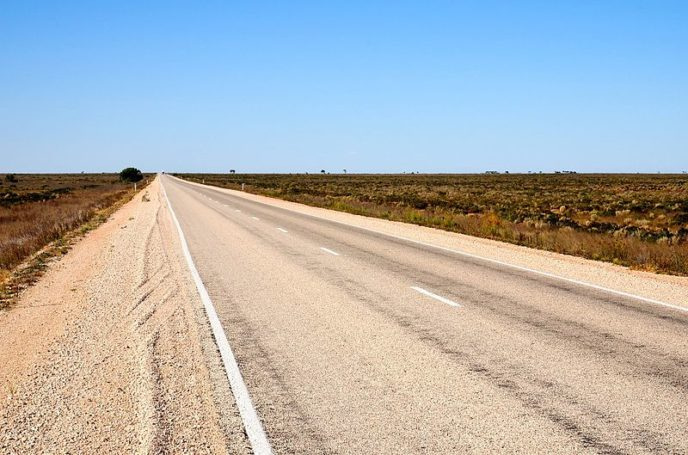 Https://commons.wikimedia.org/wiki/File:Eyre_Highway,_Nullarbor,_SA,_2017_(01).jpg