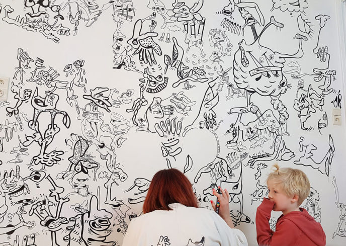 Mommy am i allowed to draw on walls too 5ab7e4e16e849__880.jpg