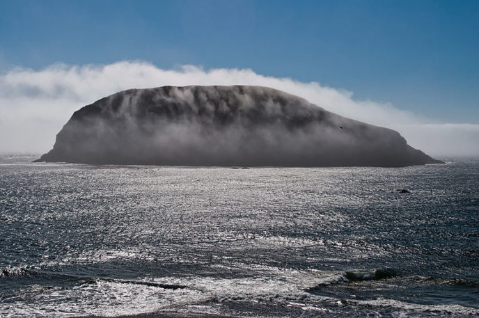 Https://commons.wikimedia.org/wiki/File:Fog_over_the_island.jpg