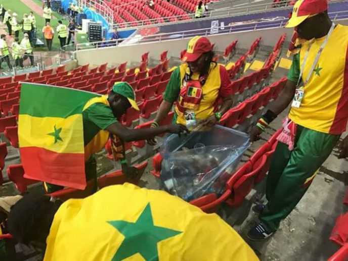 Japan senegal football fans cleaning stadium trash word cup 2018 9 5b2a39a10c0da__700.jpg
