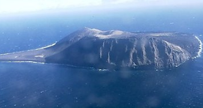 Surtsey_from_plane_1999.jpg