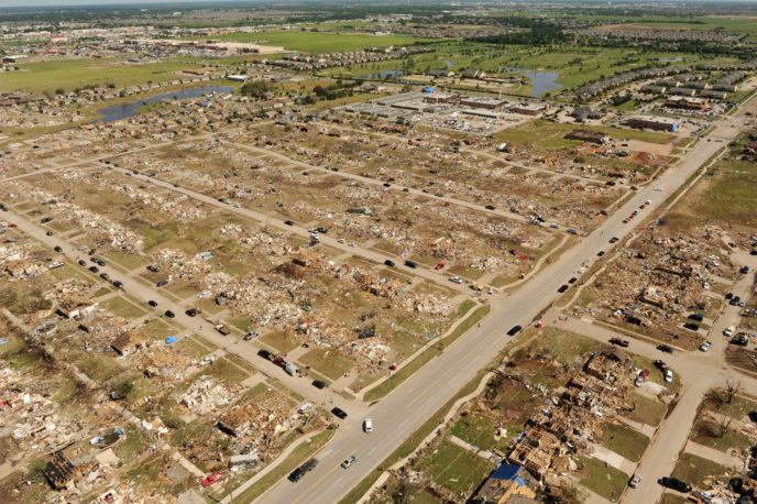 Https://upload.wikimedia.org/wikipedia/commons/4/44/FEMA_Aerial_view_of_May_20%2C_2013_Moore%2C_Oklahoma_tornado_damage.jpg