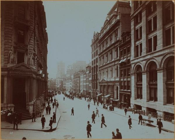 Broad street on the left is the jpmorgan office 1900.jpg